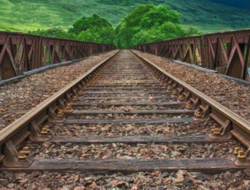 Treinrails over brug